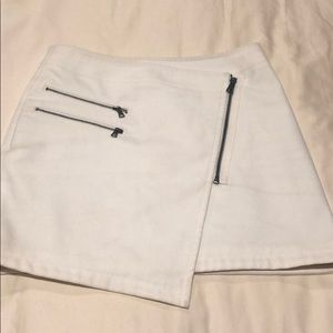 Skirt color cream in good condition